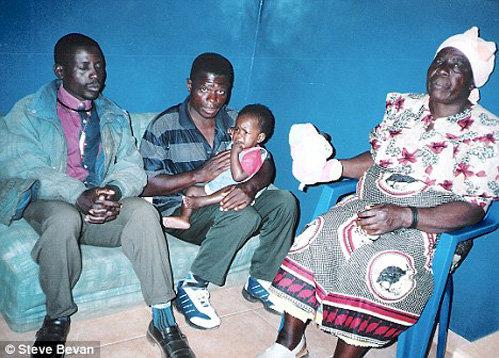 Мерси с родными дядей и бабушкой