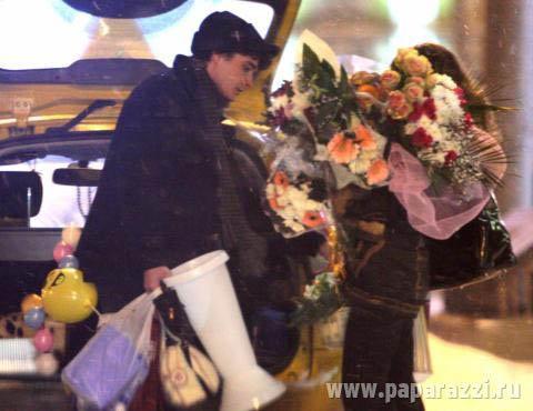 Влюбленные сели в такси и уехали в район метро Аэропорт.