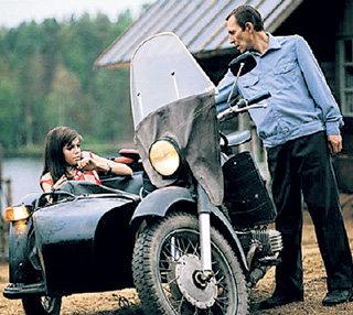 Ради роли маньяка-милиционера в «Грузе 200» ПОЛУЯН научился водить мотоцикл (с Агнией КУЗНЕЦОВОЙ)