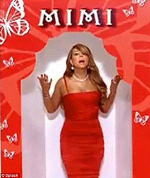 В финале Мэрайя появляется уже в более привычном для неё наряде - вечернем платье
