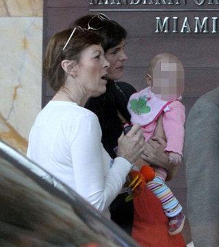 Саманта с дочерью и мамой в ожидании встречи с Джудом