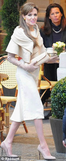 Анджелина Джоли на съемках фильма Турист. Фото Daily Mail.