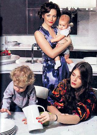 Многодетная мама с любимыми чадами Богданом, Сашей и Лерой (фото topcelebs.ru)