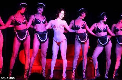 Королева бурлеска в шоу Crazy Horse