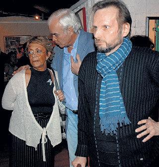 Владимир МОЛЧАНОВ уверял жену Консуэлу СЕГУРУ, что в картинах что-то есть