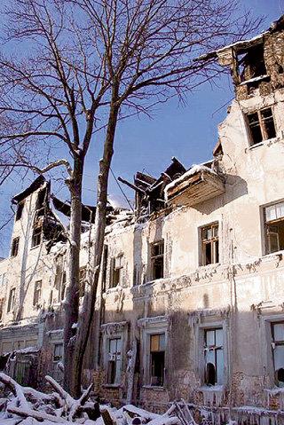 После пожара палаты ГУРЬЕВЫХ разрушат солнце и вода (фото arhiv-palat.com)