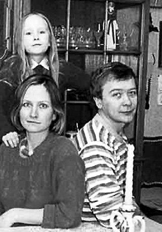 Сергей ПРОХАНОВ с женой Татьяной и дочерью Анастасией. Сейчас ей уже 31 год (фото sovsekretno.ru)