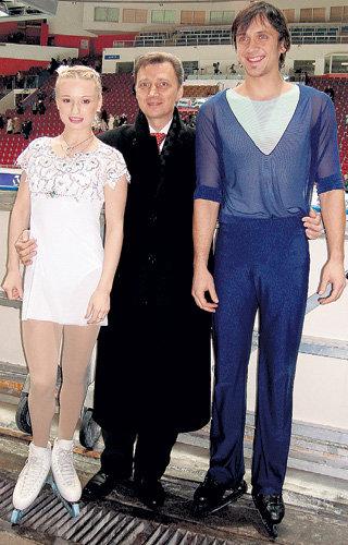 Декабрь 2009 года. Тренер Олег ВАСИЛЬЕВ (в центре) ещё не знает, что Максим ТРАНЬКОВ надумал разбить пару и уйти от Марии МУХОРТОВОЙ