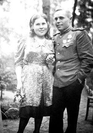 ...вынесла с поля боя своего будущего мужа Алексея СЕМЁНОВА