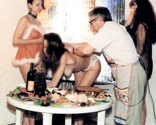 По мнению эротического кулинара Владимира МИХАЙЛОВА, чтобы еда была здоровой, важно правильно выбрать не только продукты, но и компанию для трапезы