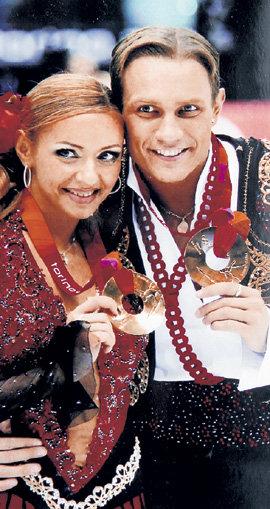 В паре с Романом КОСТОМАРОВЫМ НАВКА завоевала олимпийское золото (Турин, 2006 год)
