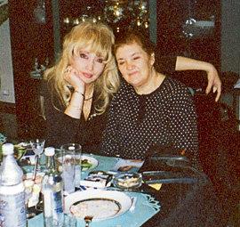 Мама Игоря - Роза Николаевна до сих пор является поклонницей бывшей невестки