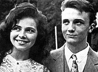 Своего первого обожателя Дениса УГОЛЕВА ГУСЕВА долгое время держала «про запас»