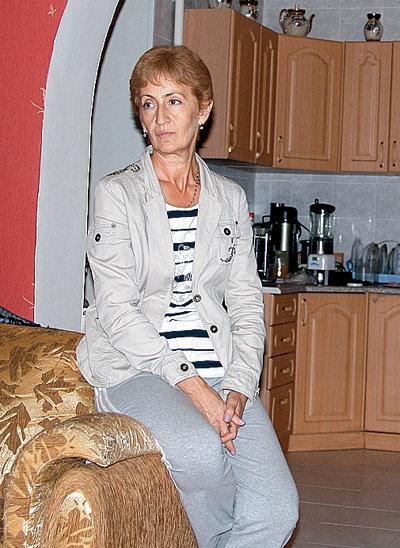 Нина Михайловна, супруга Геннадия Петровича, в прошлом - технолог винно-водочного завода