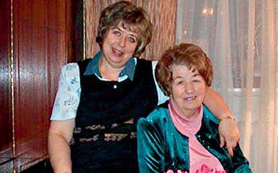 Нина Григорьевна со старшей дочерью Галиной (фото tarasova.ru)