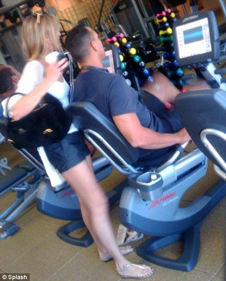 Камерон ДИАС и Алекс РОДРИГЕС тренировались вместе в спортзале. Фото Daily Mail