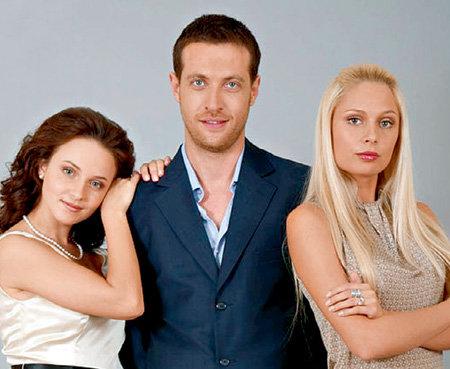В сериале «Татьянин день» персонаж САФОНОВА разрывался между героинями  СНАТКИНОЙ и РУДОВОЙ