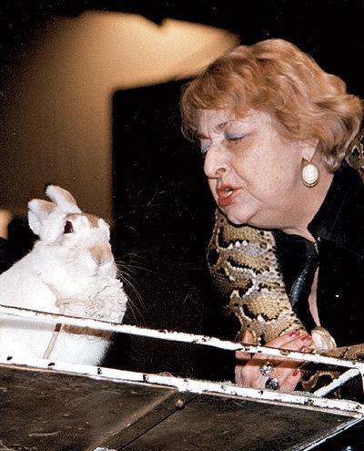 Наталья Юрьевна животных любила больше...