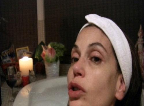 Вечерний ритуал - горячая ванна и обязательное снятие макияжа