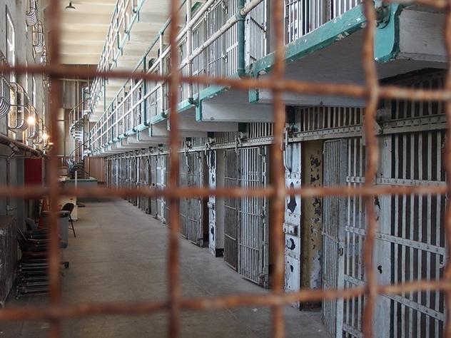 В Сети появилось видео с пытками заключенного