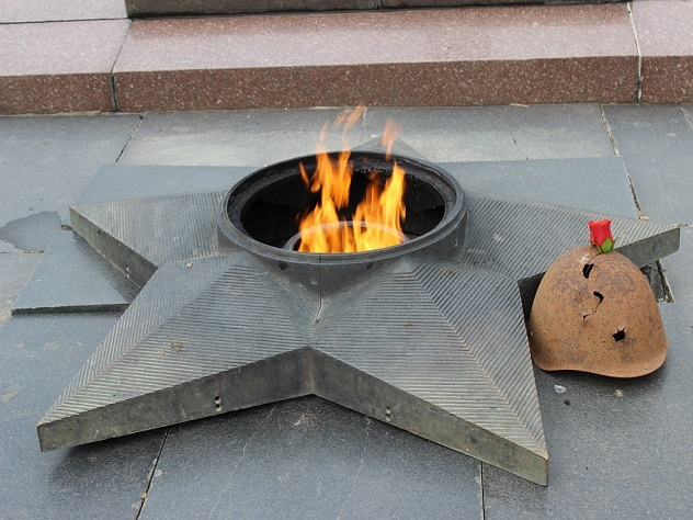 Вандалами, осквернившими мемориал вЮжноуральске, оказались двое молодых людей