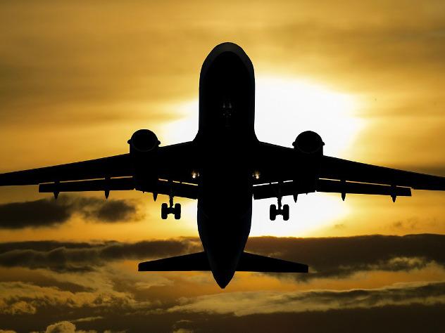 Самолет Махачкала-Москва прервал полет из-за закурившей пассажирки