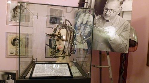 В Музее истории Голливуда, расположенном на Голливудском бульваре в Лос-Анджелесе, достижениям Макса Фактора отводится особо почетное место. Ранее в этом здании был его косметический магазин