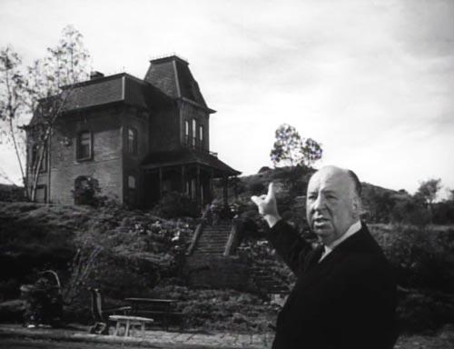 Тот самый дом, где жил герой фильма «Психо». На фото Альфред Хичкок. Wikimedia