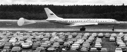 Ту-104 пользовался тормозным парашютом – реверса двигателей еще не было