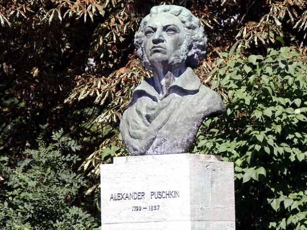 Педагог изЕкатеринбурга предложил учащимся сравнить творчество Пушкина иOxxxymiron