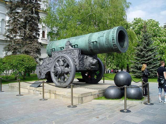 Царь-пушка, Москва, Кремль. Никогда не использовалась в бою, что, в общем-то, радует. Фото: wikipedia.org