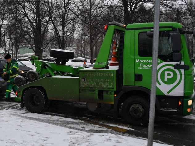 ВКирове мошенник наэвакуаторе похитил припаркованную водворе машину