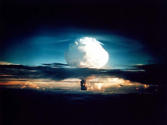 Ядерный «гриб» над облаками. Фото: pixabay.com