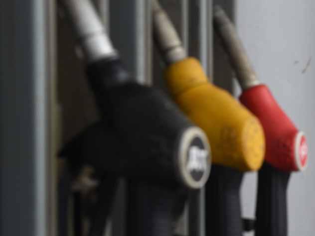 Старший аналитик «Альпари» Анна Бодрова заявила, что к осени стоимость бензина в России может составить порядка 52-54 рублей.