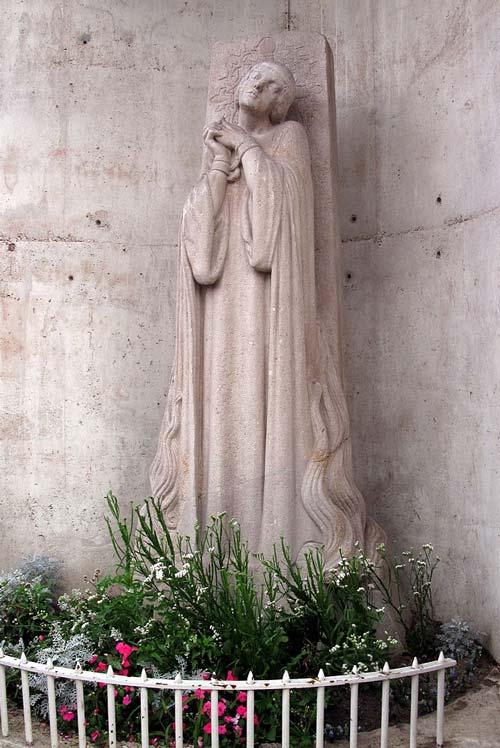 Памятник Жанне д′Арк на месте ее сожжения в Руане. Фото: Владимир Шеляпин / Wikimedia