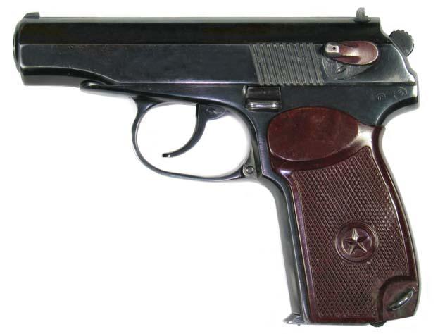 Служебный ИЖ-71 – точная копия боевого пистолета Макарова ПМ. Фото: Wikimedia.org