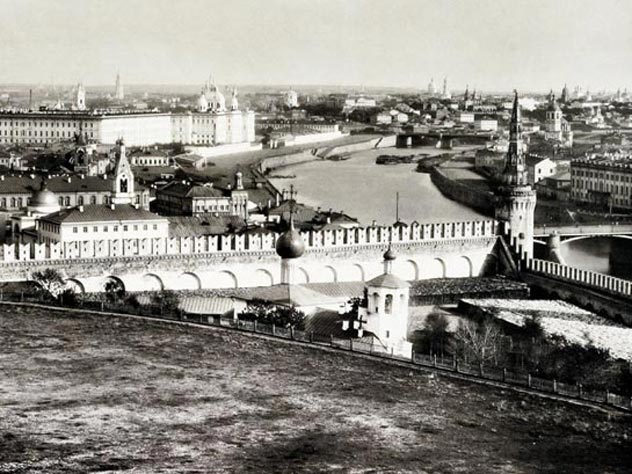 Были времена, когда район Таганки был окраиной. Вид на Замоскворечье 1884 года. Источник: wikimedia.org