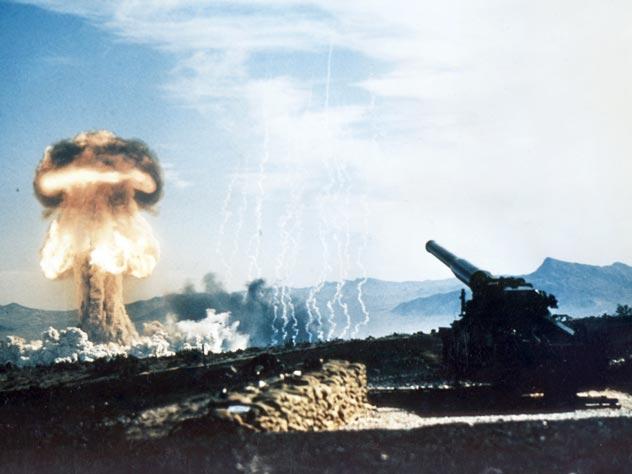 Испытания 15-килотонного ядерного заряда, 1953 год. Источник: wikimedia.org