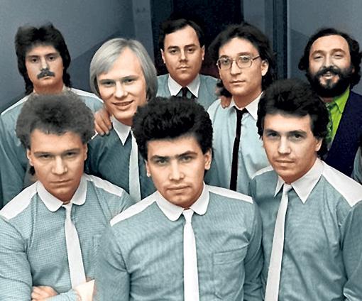 В ВИА «Лейся, песня» солировал не только Расторгуев (в центре на переднем плане), но и Валерий Кипелов (слева)