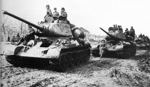 В трагический день наблюдателей на броне Т-34 не было. Источник: wikipedia.org