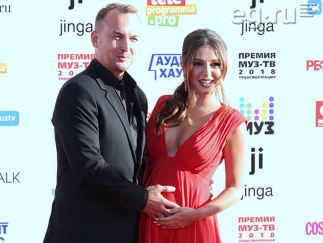 Нюша рассказала, что скрывала беременность от мужа