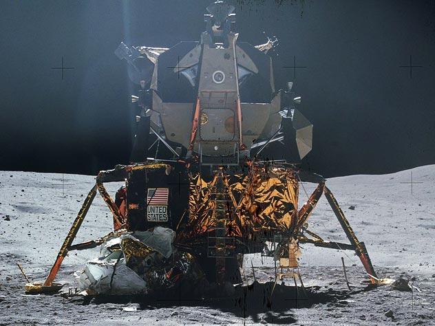 Построенный по расчетам Шаргея-Кондратюка американский лунный модуль «Аполлона» на поверхности Луны. Источник: wikipedia.org