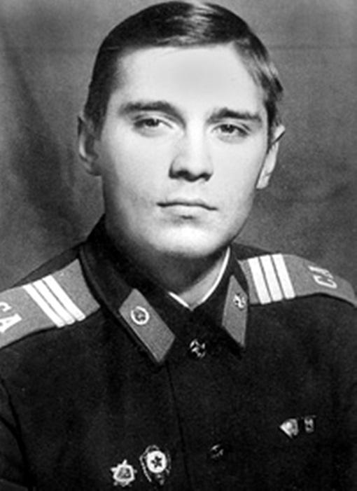 Сержант Отдельного Краснознамённого Кремлёвского полка КГБ СССР, комсомолец Михаил Касьянов