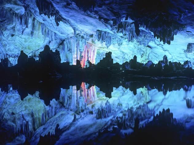 Тренер детской команды знал тайскую пещеру, но не предполагал, что ее может затопить.
