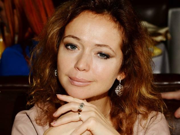 Елена Захарова похвасталась фигурой в бикини на сочинском «Кинотавре»