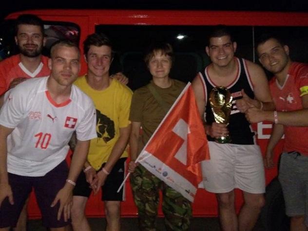 Швейцарские болельщики оказались на Донбассе, вместо ЧМ-2018 Навигатор предложил компании молодых людей проследовать в Ростов-на-Дону через неспокойный Донбасс. Молодые люди чуть не оказались на передовой, вместо матча Бразилия-Швейцария