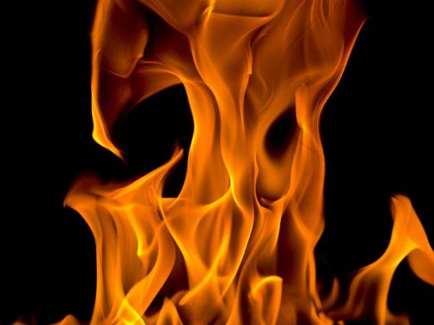 На месте происшествия нашли зажигалку и емкость, в которой, предположительно, могло быть горючее вещество