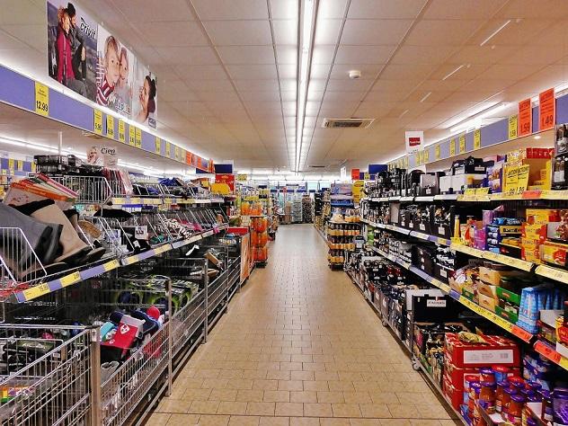 В столичном супермаркете совершено нападение на продавца