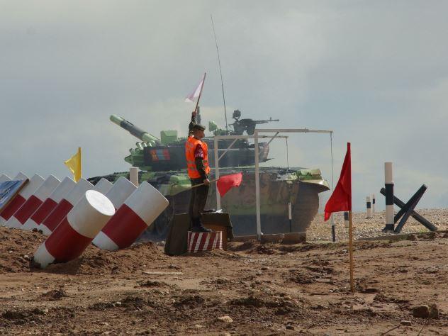 Украинские военные оправдались за пропал на танковом биатлоне в Германии