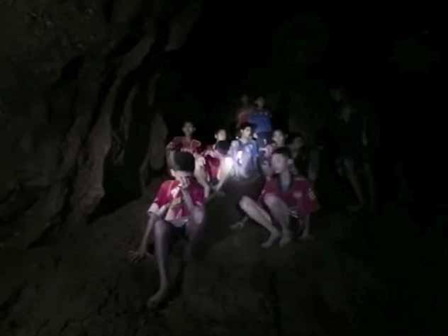 Как выжили тайские школьники в затопленной пещере